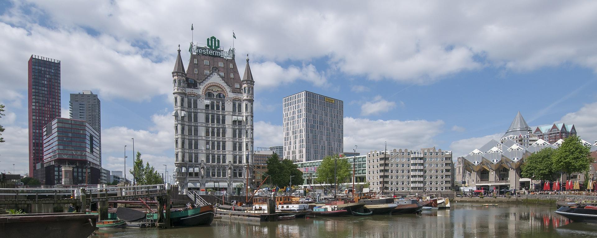 Rotterdam, Oudehaven mit Witte Huis (1898) und Kubuswoningen (1984)