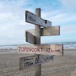 Foto: Wegweiser am Strand
