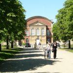 Foto Universität Potsdam, Blick auf den Versammlungshof (Aula) und den größten Hörsaal (Audimax)