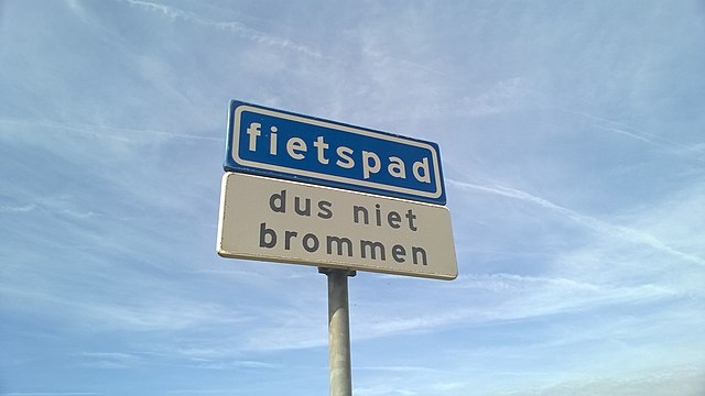 """Verkehrsschild """"Fietspad"""""""